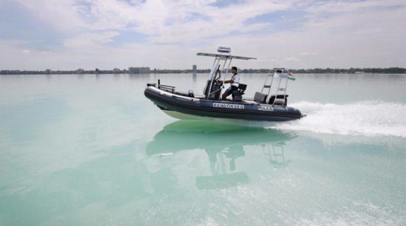 Stégen rekedt horgászokat mentettek ki a rendőrök a Balatonból | HorgászMánia friss horgász hírek